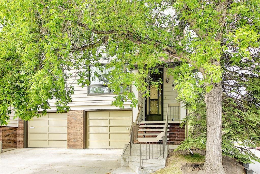 Main Photo: 8 3302 50 Street NW in Calgary: Varsity Row/Townhouse for sale : MLS®# A1120305