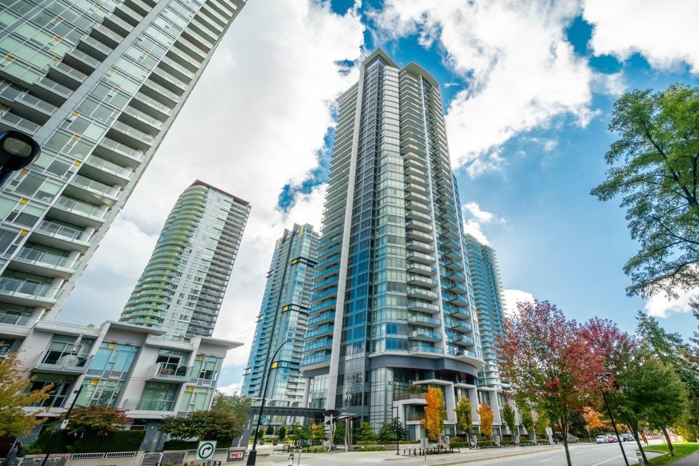"""Main Photo: 3008 4900 LENNOX Lane in Burnaby: Metrotown Condo for sale in """"The Park"""" (Burnaby South)  : MLS®# R2625122"""