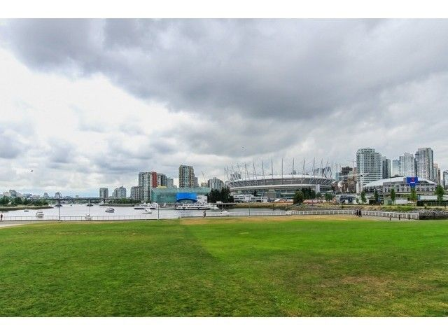 Main Photo: 1102 1128 QUEBEC Street in Vancouver East: Home for sale : MLS®# V1127614