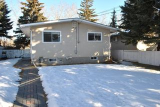 Photo 3: 4811 Vienna Drive NW in Calgary: Varsity Detached for sale : MLS®# A1061126
