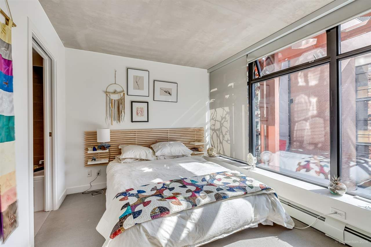 """Photo 13: Photos: 610 128 W CORDOVA Street in Vancouver: Downtown VW Condo for sale in """"WOODWARDS W43"""" (Vancouver West)  : MLS®# R2191922"""