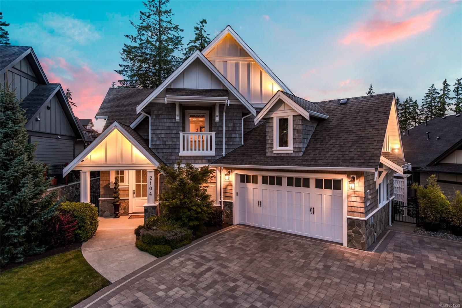 Main Photo: 2104 Champions Way in : La Bear Mountain House for sale (Langford)  : MLS®# 851229