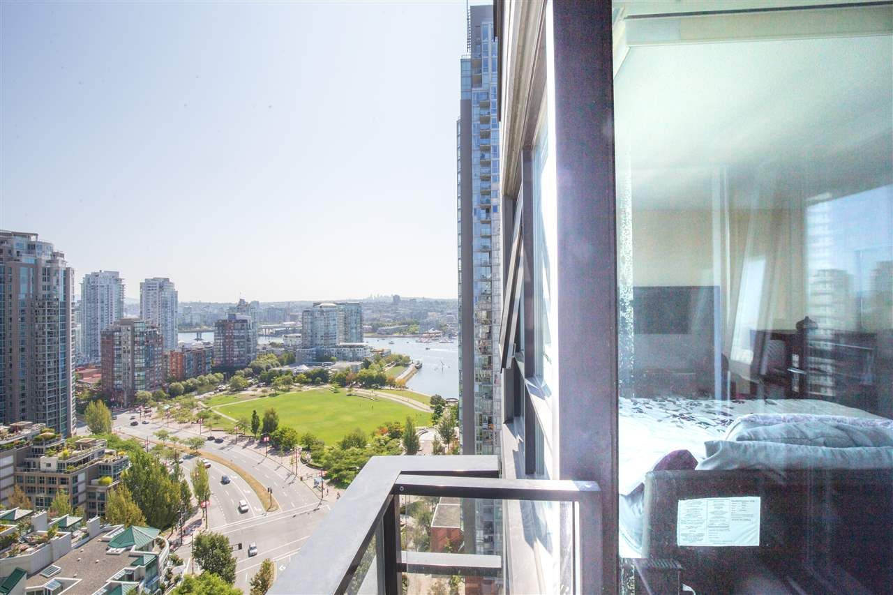 "Photo 2: Photos: 2507 1438 RICHARDS Street in Vancouver: Yaletown Condo for sale in ""AZURA ONE"" (Vancouver West)  : MLS®# R2394996"