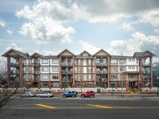 """Photo 3: 451 5660 201A Street in Langley: Langley City Condo for sale in """"Paddingotn"""" : MLS®# R2229717"""