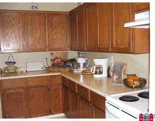 """Photo 5: 204 1354 WINTER Street: White Rock Condo for sale in """"Winter Estates"""" (South Surrey White Rock)  : MLS®# F2708795"""