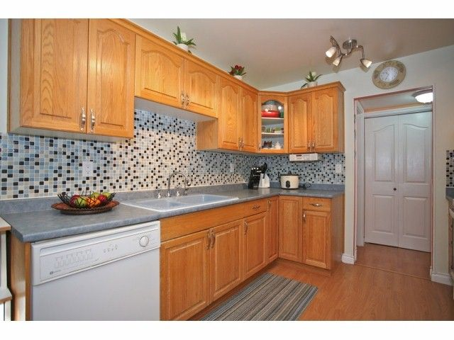 """Main Photo: 5 14171 104 Avenue in Surrey: Whalley Townhouse for sale in """"HAWTHORNE PARK"""" (North Surrey)  : MLS®# F1404162"""