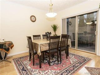 Photo 4: 2 1241 Santa Rosa Ave in VICTORIA: SW Strawberry Vale Row/Townhouse for sale (Saanich West)  : MLS®# 725343