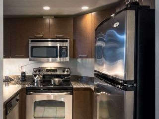 """Photo 12: 304 1212 HOWE Street in Vancouver: Downtown VW Condo for sale in """"1212 HOWE by Wall Financial"""" (Vancouver West)  : MLS®# R2221746"""
