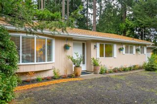 Photo 3: 1928 Barrett Dr in North Saanich: NS Dean Park House for sale : MLS®# 887124