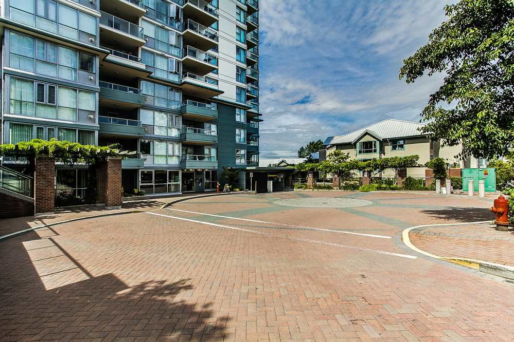 """Photo 2: Photos: 403 235 GUILDFORD Way in Port Moody: North Shore Pt Moody Condo for sale in """"THE SINCLAIR"""" : MLS®# R2187020"""