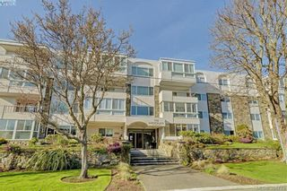 Photo 1: 102 1312 Beach Dr in VICTORIA: OB South Oak Bay Condo for sale (Oak Bay)  : MLS®# 791268