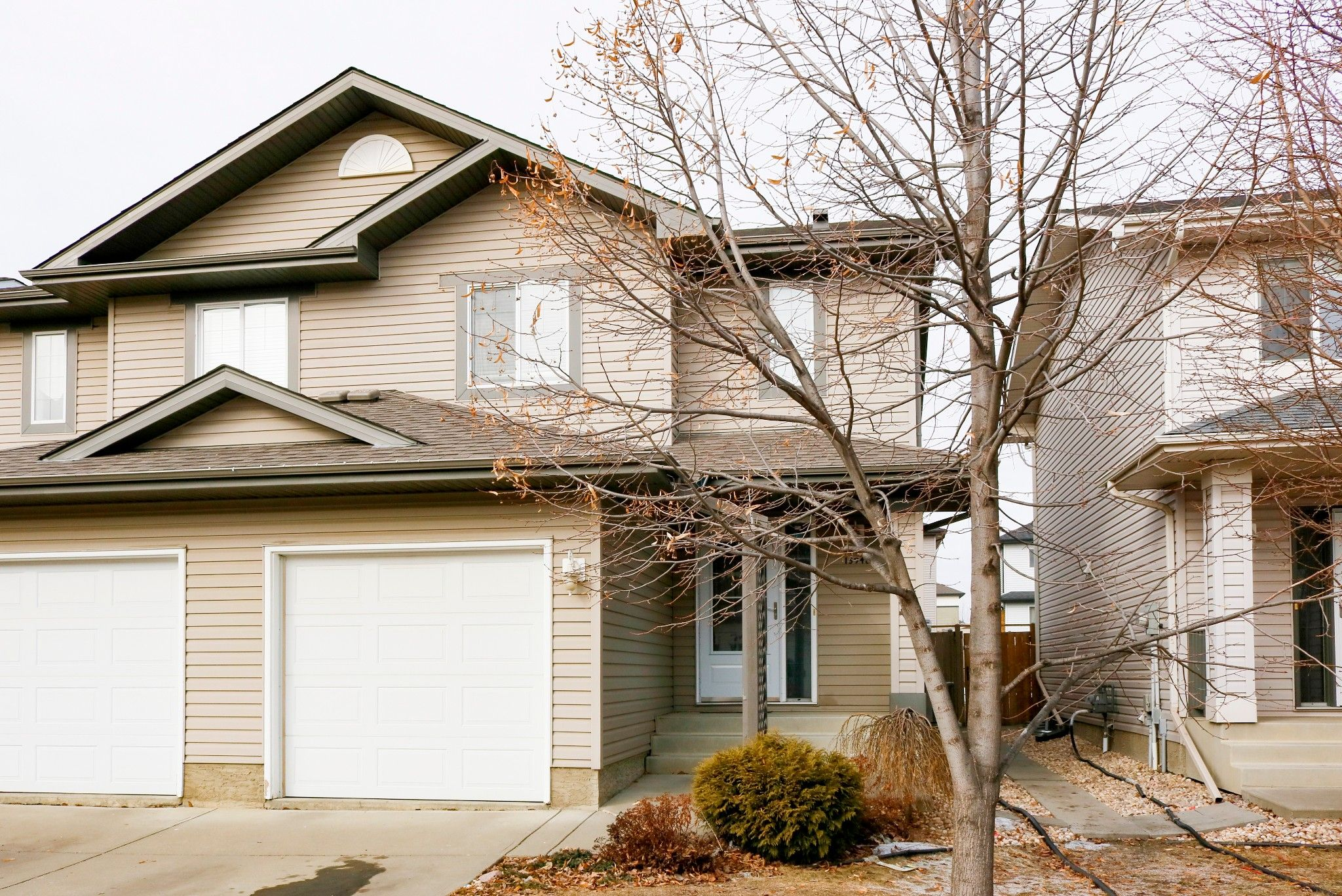 Main Photo: 13948 137 St in Edmonton: House Half Duplex for sale : MLS®# E4235358