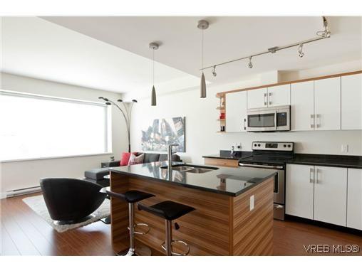 Main Photo: 205 4030 Borden Street in Victoria: SE Lake Hill Condo for sale (Saanich East)  : MLS®# 308417