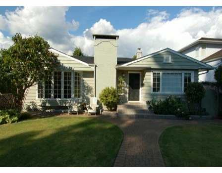 Main Photo: 975 INGLEWOOD Ave in West Vancouver: Sentinel Hill House for sale : MLS®# V611943