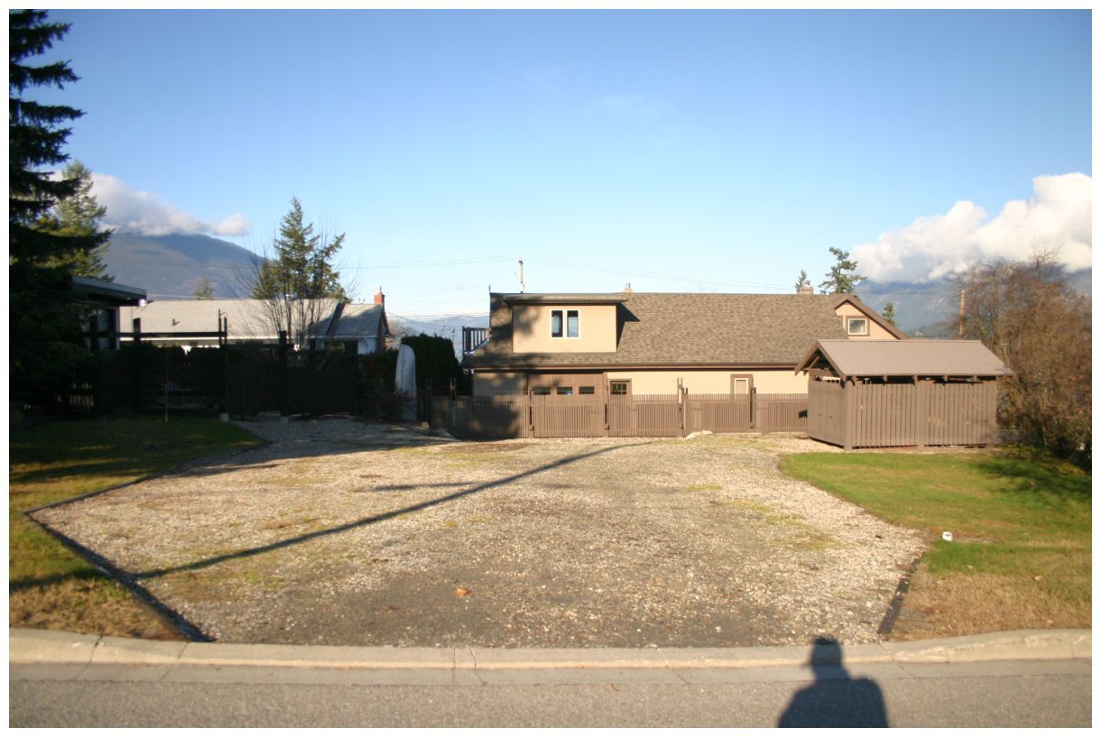 Main Photo: 941 Northeast 8 Avenue in Salmon Arm: DOWNTOWN Vacant Land for sale (NE Salmon Arm)  : MLS®# 10217178