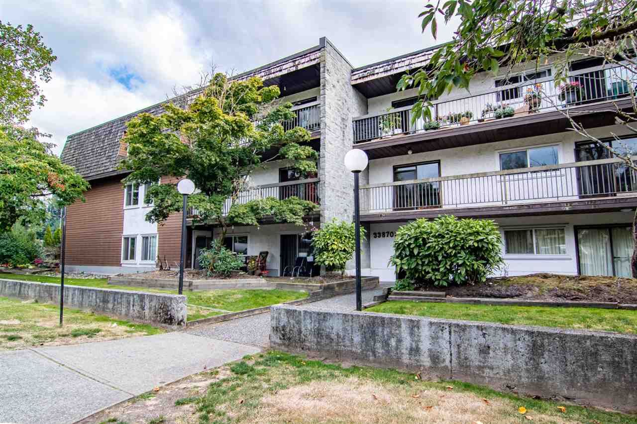 "Main Photo: 206 33870 FERN Street in Abbotsford: Central Abbotsford Condo for sale in ""Fernwood Manor"" : MLS®# R2494069"