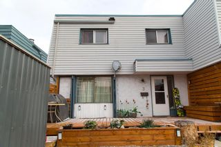 Main Photo: 3 4 Blackthorn Bay NE in Calgary: Thorncliffe Row/Townhouse for sale : MLS®# A1100071