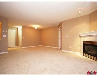 """Photo 2: 113 20894 57TH Avenue in Langley: Langley City Condo for sale in """"BAYBERRY LANE"""" : MLS®# F2833663"""