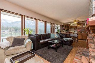 Photo 4: 40 LAKESHORE Drive: Cultus Lake House for sale : MLS®# R2531780