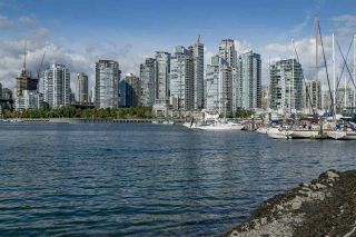 """Photo 3: 1012 IRONWORK Passage in Vancouver: False Creek Townhouse for sale in """"MARINE MEWS"""" (Vancouver West)  : MLS®# R2207669"""