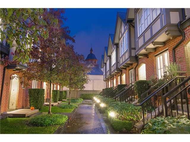 """Main Photo: 2618 QUEBEC Street in Vancouver: Mount Pleasant VE Townhouse for sale in """"MAISON"""" (Vancouver East)  : MLS®# V978938"""