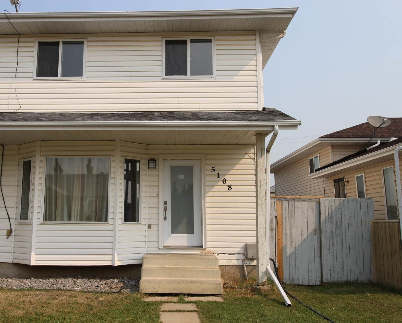 Main Photo: 5108 52 Avenue: Calmar House Half Duplex for sale : MLS®# E4256866