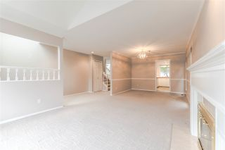 "Photo 4: 111 6109 W BOUNDARY Drive in Surrey: Panorama Ridge Townhouse for sale in ""Lakewood Gardens"" : MLS®# R2153090"