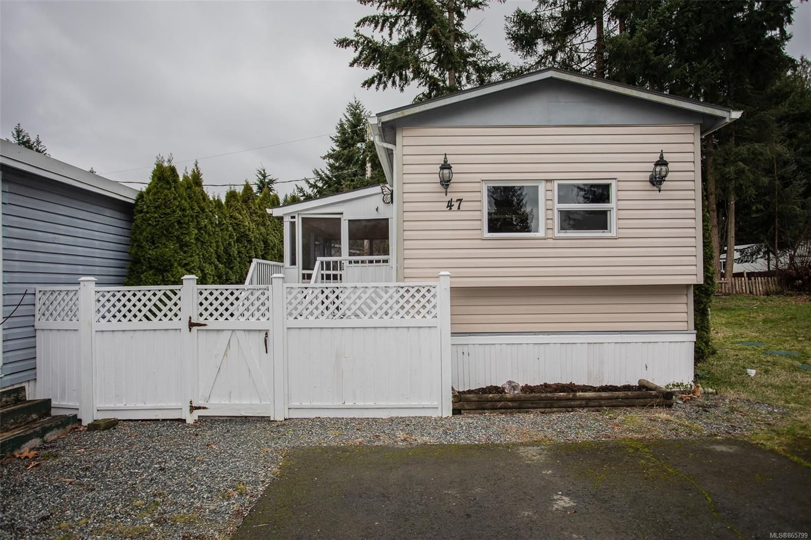 Main Photo: 47 3449 Hallberg Rd in : Na Extension Manufactured Home for sale (Nanaimo)  : MLS®# 865799