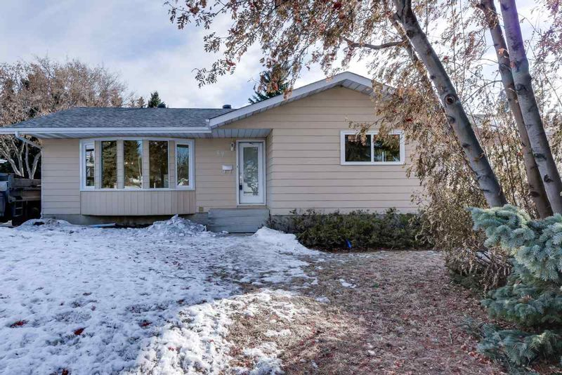FEATURED LISTING: 53 GLENCOE Boulevard Sherwood Park