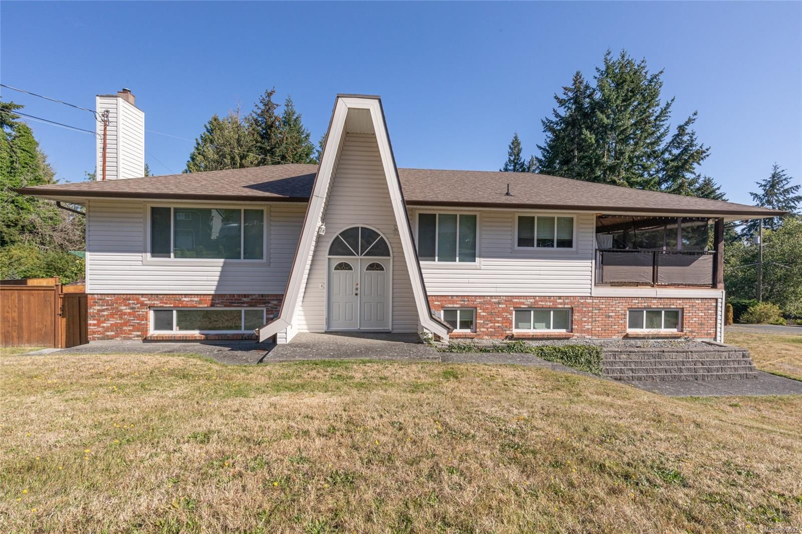 Main Photo: 7452 Thicke Rd in : Na Lower Lantzville House for sale (Nanaimo)  : MLS®# 859592