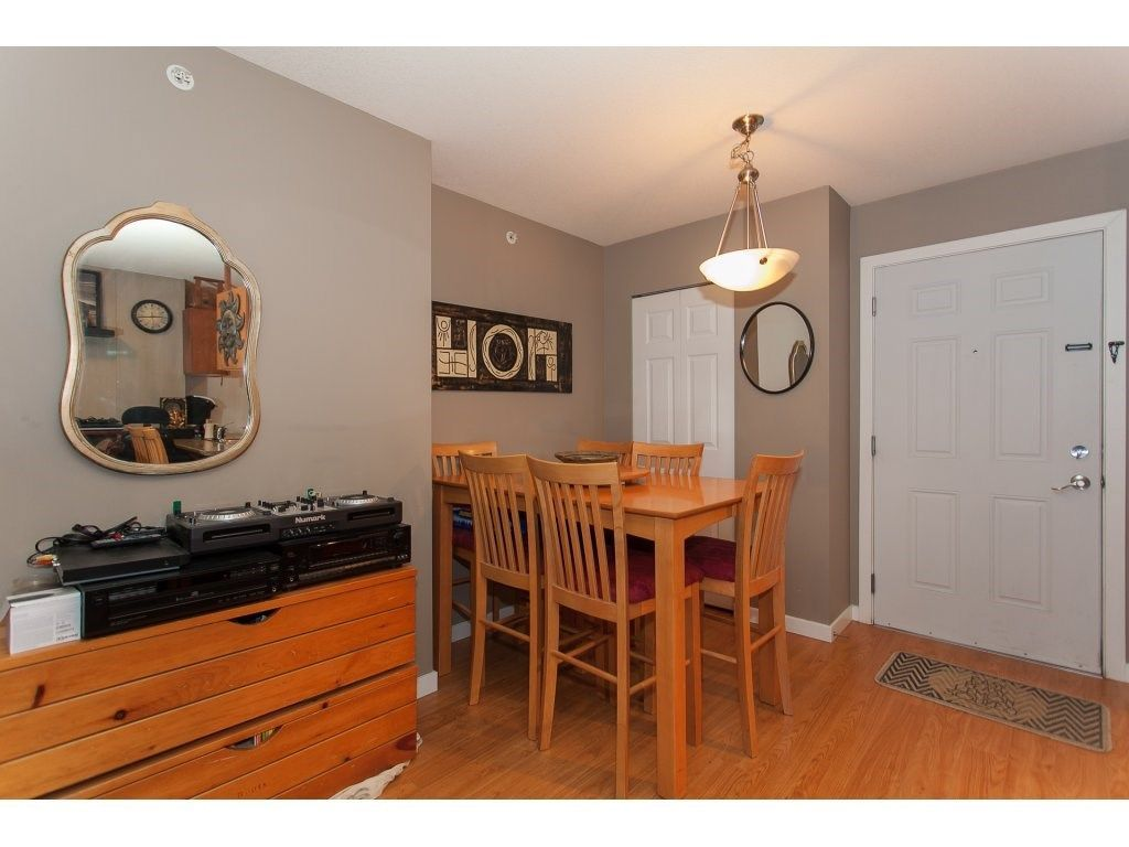 """Photo 4: Photos: 412 33960 OLD YALE Road in Abbotsford: Central Abbotsford Condo for sale in """"Old Yale Heights"""" : MLS®# R2241666"""