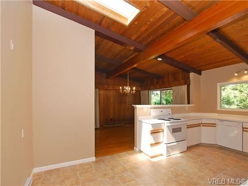 Photo 13: Photos: 3815 Campus Crescent in VICTORIA: SE Mt Tolmie Residential for sale (Saanich East)  : MLS®# 336697