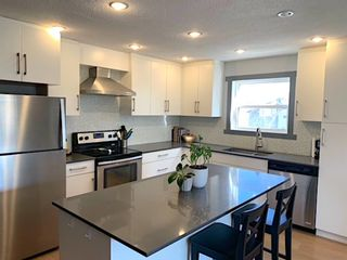 Photo 2: 1534 28 Avenue SW in Calgary: South Calgary Multi Family for sale : MLS®# A1151545