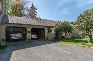 """Photo 2: 1807 LILAC Drive in Surrey: King George Corridor Townhouse for sale in """"ALDERWOOD PLACE"""" (South Surrey White Rock)  : MLS®# R2365159"""
