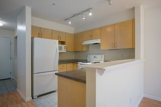 "Photo 3: 214 147 E 1ST Street in North Vancouver: Lower Lonsdale Condo for sale in ""CORONADO"" : MLS®# R2131365"