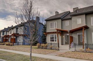 Photo 2: 89 CHAPALINA Square SE in Calgary: Chaparral Row/Townhouse for sale : MLS®# C4214901