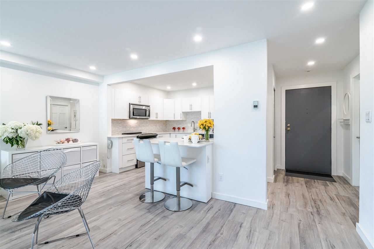 Photo 5: Photos: 3203 33 CHESTERFIELD Place in North Vancouver: Lower Lonsdale Condo for sale : MLS®# R2388716