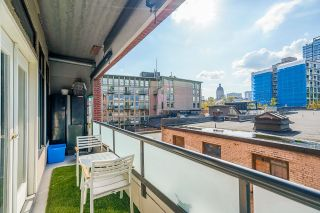 """Photo 24: 403 28 POWELL Street in Vancouver: Downtown VE Condo for sale in """"POWELL LANE"""" (Vancouver East)  : MLS®# R2617174"""