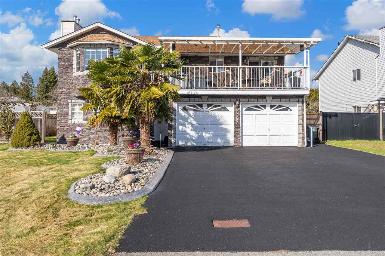 Main Photo: 15497 91 Avenue in Surrey: Fleetwood Tynehead House for sale : MLS®# R2552010