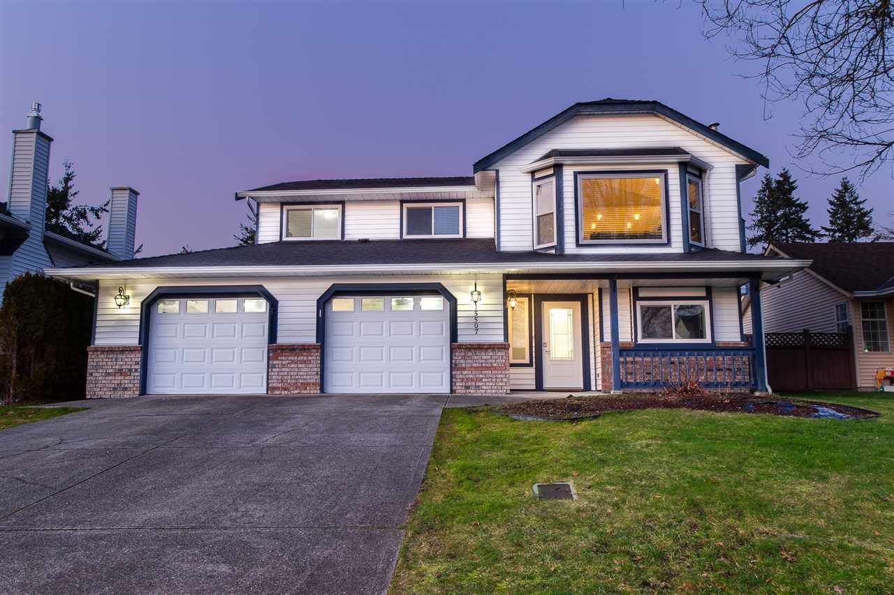 Main Photo: 15507 85 Avenue in Surrey: Fleetwood Tynehead House for sale : MLS®# R2435848