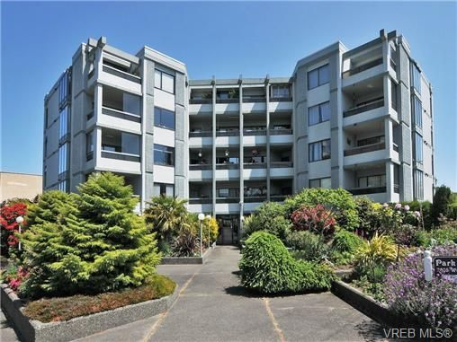 Main Photo: 301 2605 Windsor Rd in VICTORIA: OB South Oak Bay Condo for sale (Oak Bay)  : MLS®# 673191