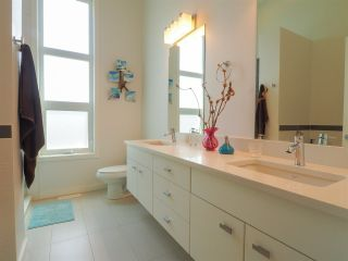 """Photo 12: 1 41488 BRENNAN Road in Squamish: Brackendale Townhouse for sale in """"Rivendale"""" : MLS®# R2485406"""