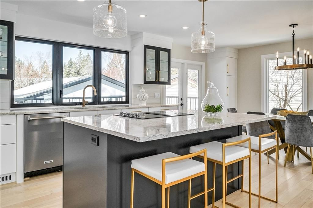 Photo 8: Photos: 5039 BULYEA Road NW in Calgary: Brentwood Detached for sale : MLS®# A1047047