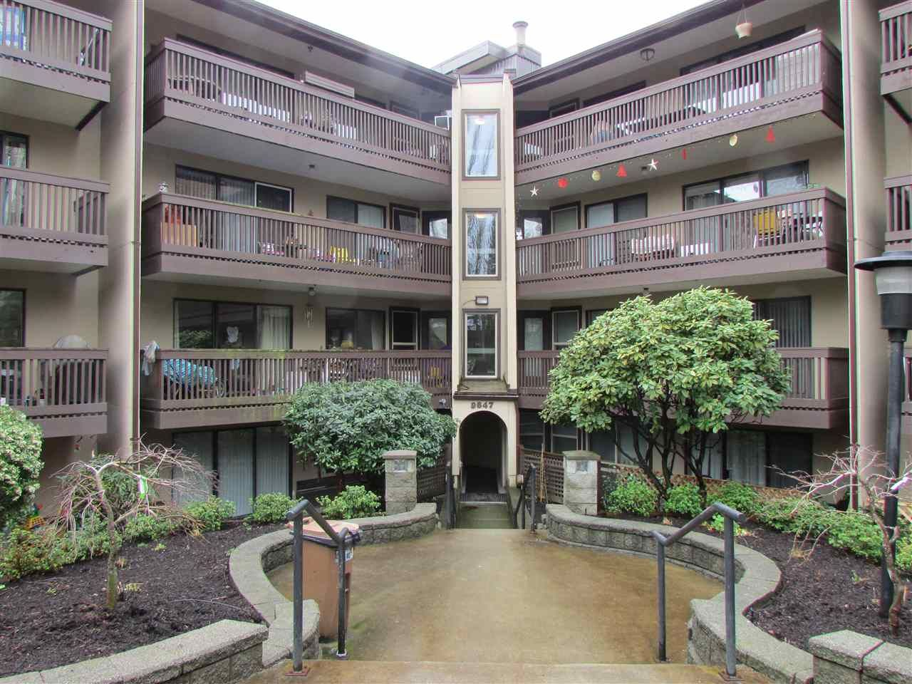 "Main Photo: 217 9847 MANCHESTER Drive in Burnaby: Cariboo Condo for sale in ""Barclay Woods"" (Burnaby North)  : MLS®# R2041782"