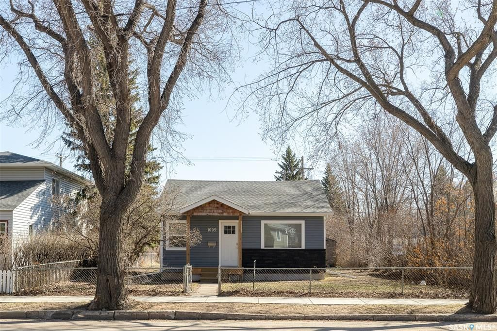 Main Photo: 1009 11th Street West in Saskatoon: Holiday Park Residential for sale : MLS®# SK850408
