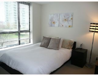 """Photo 5: 206 833 AGNES Street in New_Westminster: Downtown NW Condo for sale in """"NEWS"""" (New Westminster)  : MLS®# V701575"""