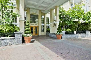 """Photo 1: 212 5835 HAMPTON Place in Vancouver: University VW Condo for sale in """"St. James"""" (Vancouver West)  : MLS®# R2037637"""