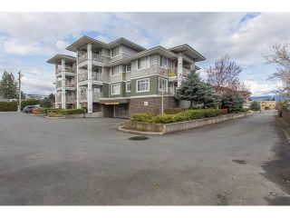"""Photo 1: 310 46262 FIRST Avenue in Chilliwack: Chilliwack E Young-Yale Condo for sale in """"THE SUMMIT"""" : MLS®# R2499093"""