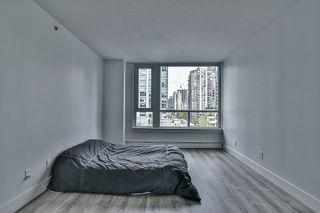 "Photo 15: 1106 388 DRAKE Street in Vancouver: Yaletown Condo for sale in ""GOVERNOR'S TOWER"" (Vancouver West)  : MLS®# R2162040"