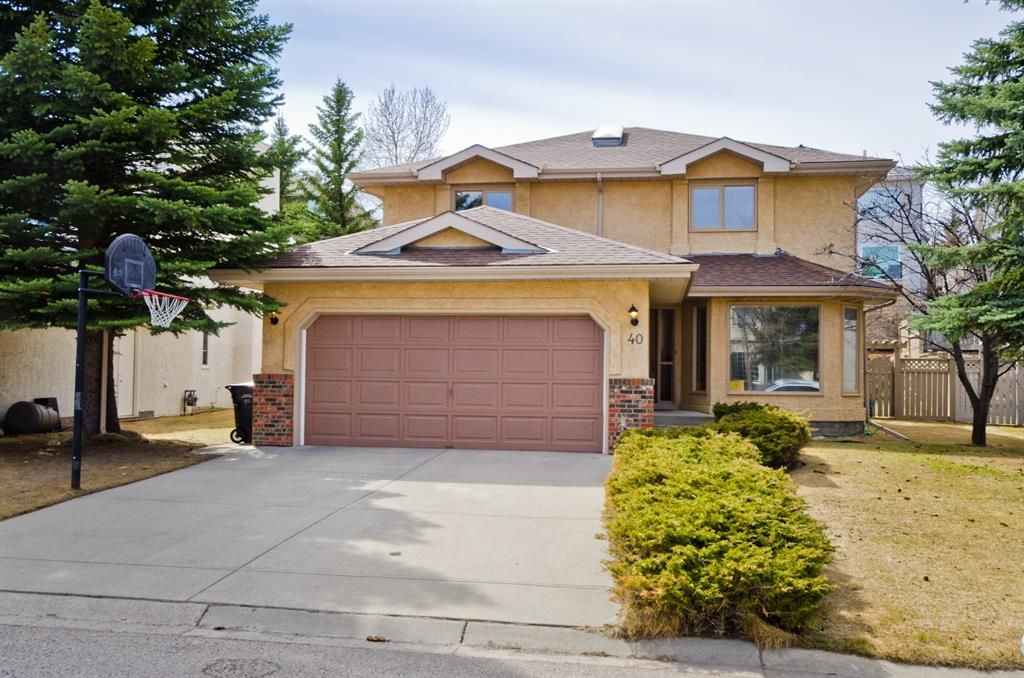 Main Photo: 40 Sienna Hills Court SW in Calgary: Signal Hill Detached for sale : MLS®# A1062171